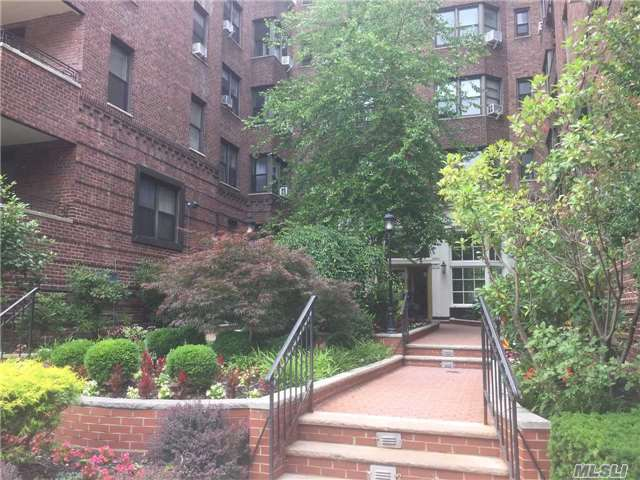 69-40 Yellowstone Blvd #404, Forest Hills, NY 11375