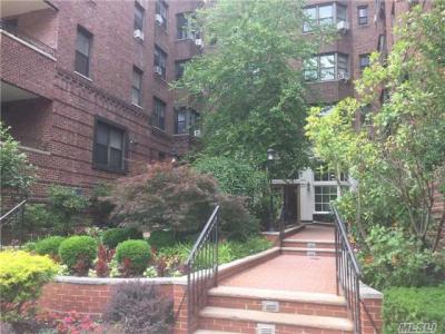 Photo of 69-40 Yellowstone Blvd #404, Forest Hills, NY 11375