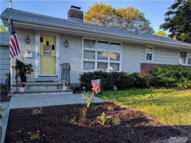 12 2nd Ave, Bayville, NY 11709