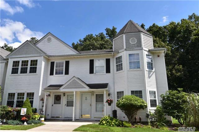 38 Country View Ln, Middle Island, NY 11953