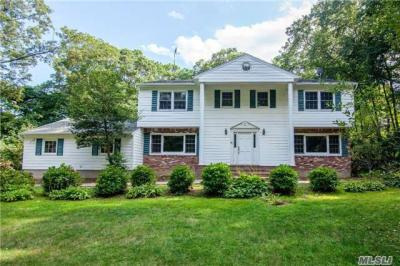 Photo of 165 Hunters Dr, Muttontown, NY 11791
