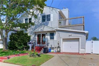 Photo of 375 West Dr, Copiague, NY 11726