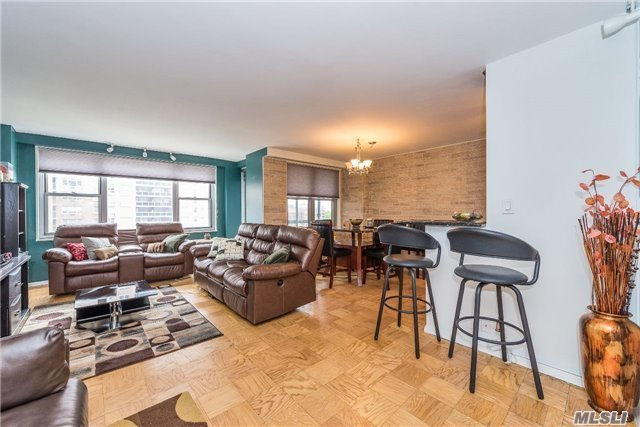 70-25 Yellowstone Blvd #6x, Forest Hills, NY 11375