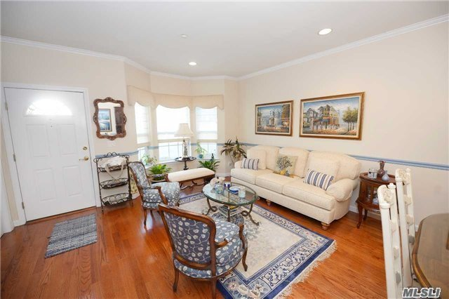 144 Spring Dr #144, East Meadow, NY 11554