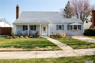 Photo of 33 Harness Ln, Levittown, NY 11756