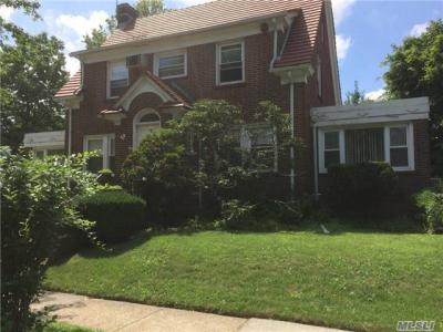 Photo of 195 Ascan Ave, Forest Hills, NY 11375