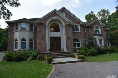 Photo of 10 Red Maple Ln, Dix Hills, NY 11746