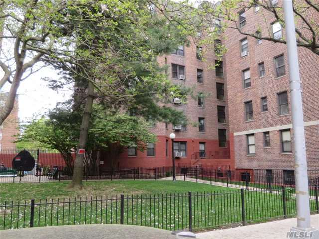 65-30 108th St #1c, Forest Hills, NY 11375