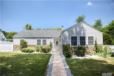Photo of 1563 Wilson Rd, East Meadow, NY 11554