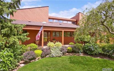 Photo of 409 Club Ct, Oceanside, NY 11572