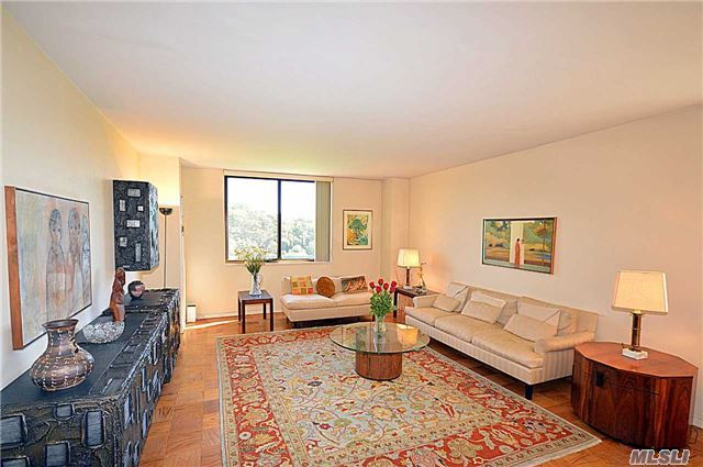 271-10 Grand Central Pky #4d, Floral Park, NY 11005