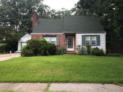 Photo of 1797 Park Ave, East Meadow, NY 11554