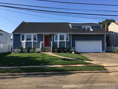 Photo of 3000 Brentwood Ct, Wantagh, NY 11793