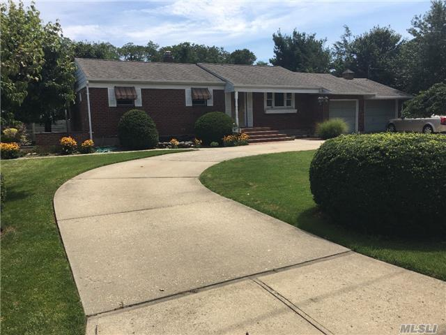 147 Connetquot Ave, East Islip, NY 11730