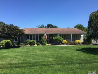 Photo of 143 Sunset Dr, Sayville, NY 11782