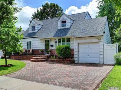 Photo of 190 Peters Ave, East Meadow, NY 11554
