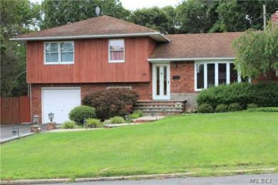 90 Howell Dr, Smithtown, NY 11787