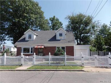 277 Louis Ave, Floral Park, NY 11001