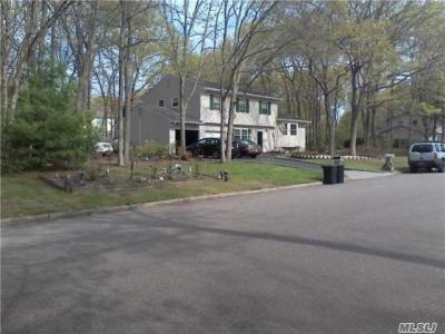 Photo of 15 Groton Dr, Pt Jefferson Sta, NY 11776