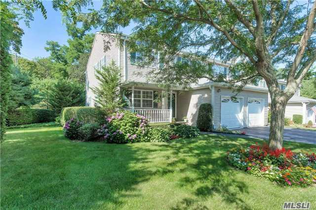 13 Springwood Ln, Huntington, NY 11743