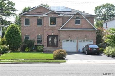 Photo of 900 Richmond Rd, East Meadow, NY 11554