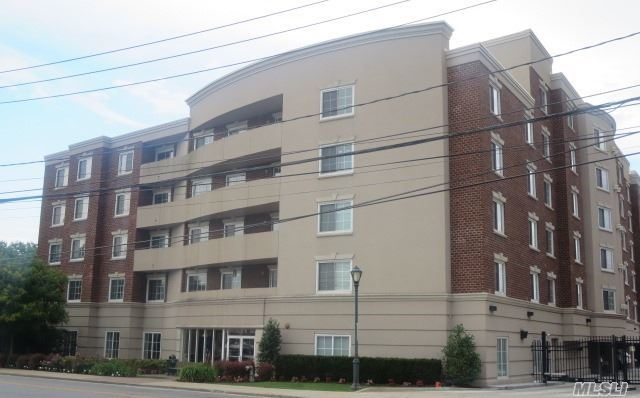 242 Maple Ave #216, Westbury, NY 11590