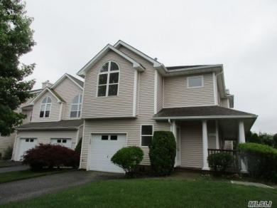 3002 Willow Pond Dr, Riverhead, NY 11901