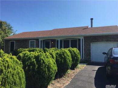 6 Hawthorne Ln, East Moriches, NY 11940