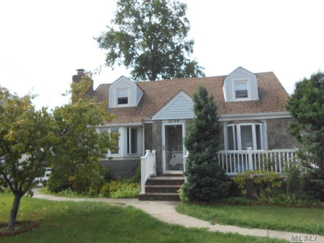 2498 3rd Ave, East Meadow, NY 11554