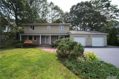 24 Ronde Dr, Commack, NY 11725