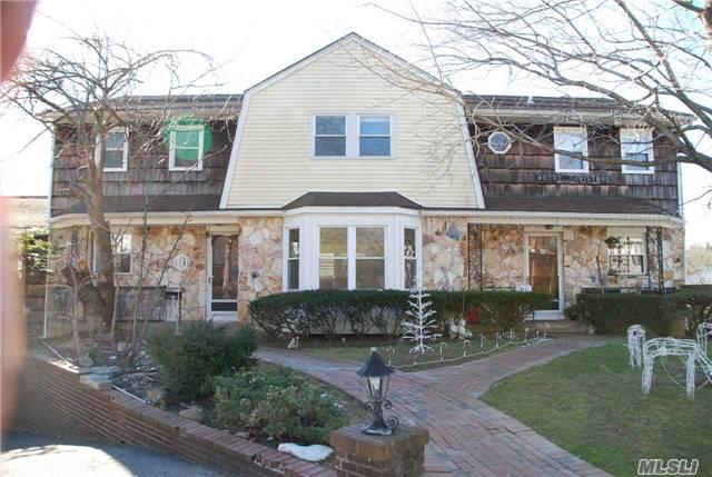 7 Conway Ct, Glen Cove, NY 11542
