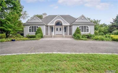 Photo of 275 Gillette Ave, Bayport, NY 11705
