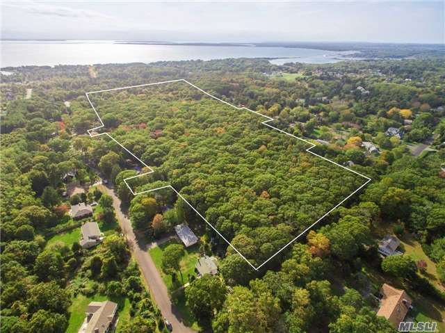 8360 N Bayview Rd, Southold, NY 11971