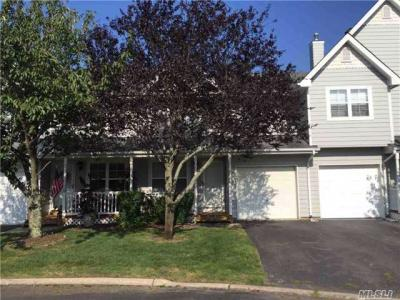 Photo of 15 Clubhouse Cir, Central Islip, NY 11722
