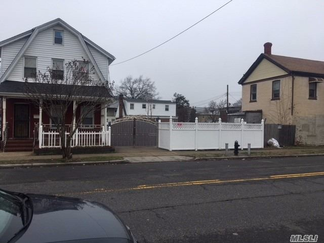 216-21 104th Ave, Queens Village, NY 11429