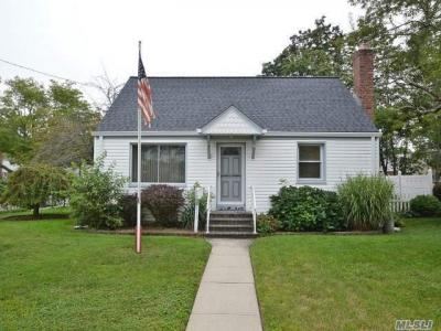 Photo of 1730 Powers Ave, East Meadow, NY 11554
