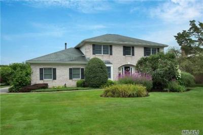 Photo of 53 Oak Neck Ln, West Islip, NY 11795