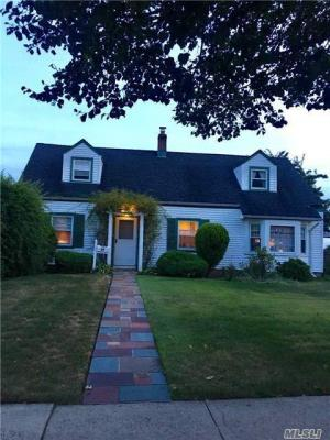 Photo of 34 Church Rd, Levittown, NY 11756