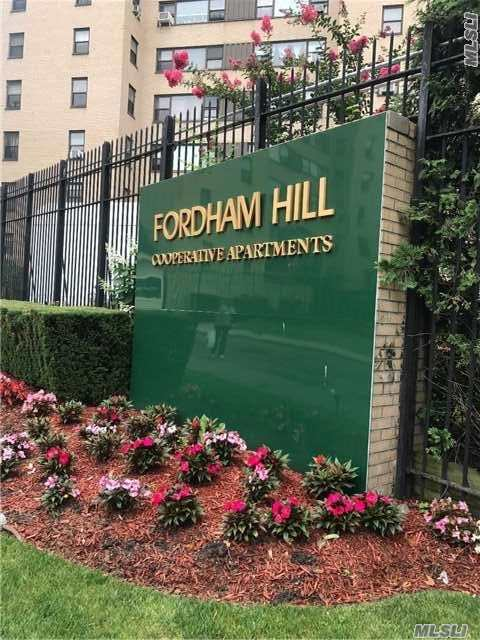 2 Fordham Hll Oval #15b, Out Of Area Town, NY 10468