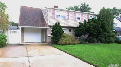 Photo of 14 Carriage Ln, Levittown, NY 11756