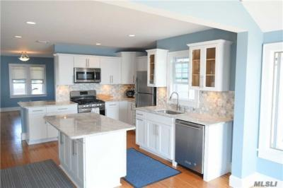 Photo of 8 Grandview Dr, Blue Point, NY 11715