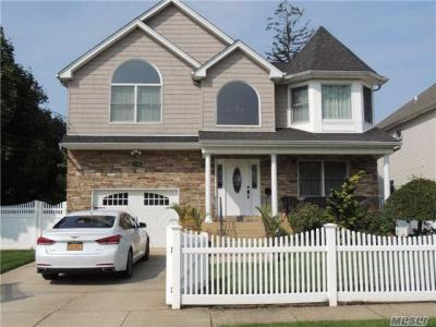Photo of 1898 Emerson Pl, Wantagh, NY 11793