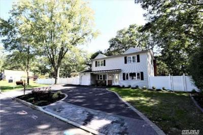 Photo of 29 Shenandoah Blvd, Coram, NY 11727