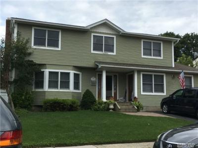 Photo of 14 Behrendt Ct, Sayville, NY 11782
