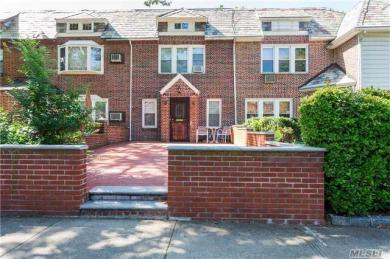 68-38 Groton St, Forest Hills, NY 11375