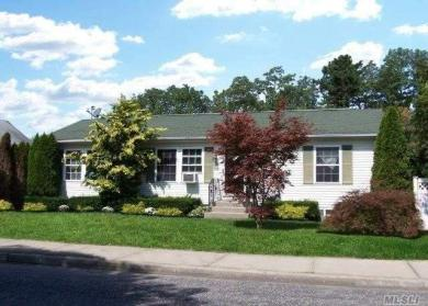 11 Moriches Middle Rd, Shirley, NY 11967