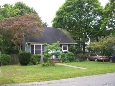 Photo of 306 Aster Rd, West Islip, NY 11795