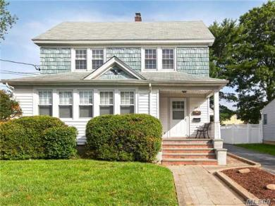 2443 Hudson St, East Meadow, NY 11554