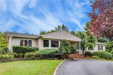 30 Wilmington Dr, Melville, NY 11747
