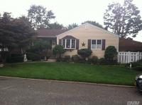 66 Hale St, Brentwood, NY 11717